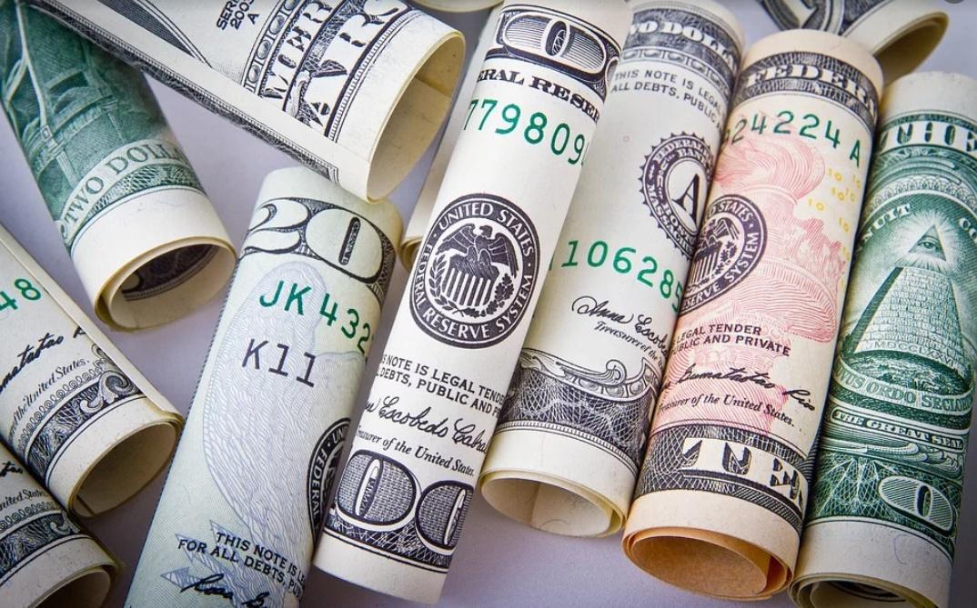 馨月说财经:美元贬值是华尔街剪羊毛的程序 为全球经济带来高风险敞口