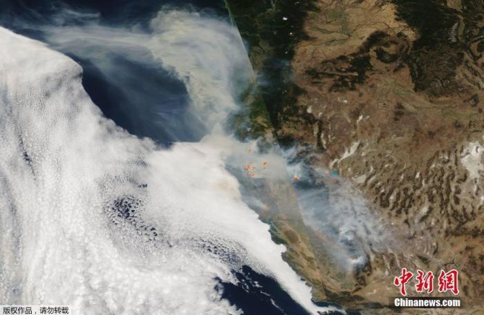 美国加州山火燃烧超400万英亩 致31人死亡