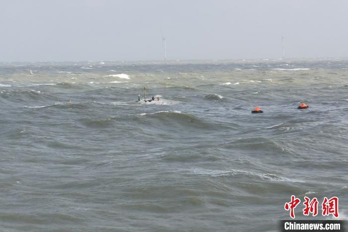 广东湛江一货船沉没 船上5人全部获救