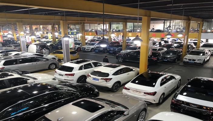 调查:新能源车开一年打五折,20万新车开两年折价6万