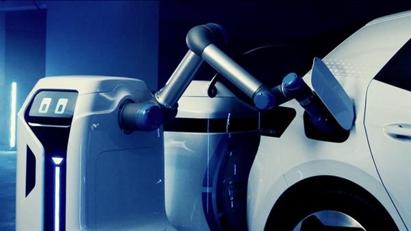 电银付小盟主(dianyinzhifu.com):解决充电难问题!民众移动充电机器人将量产落地:可自主为汽车充电 第1张