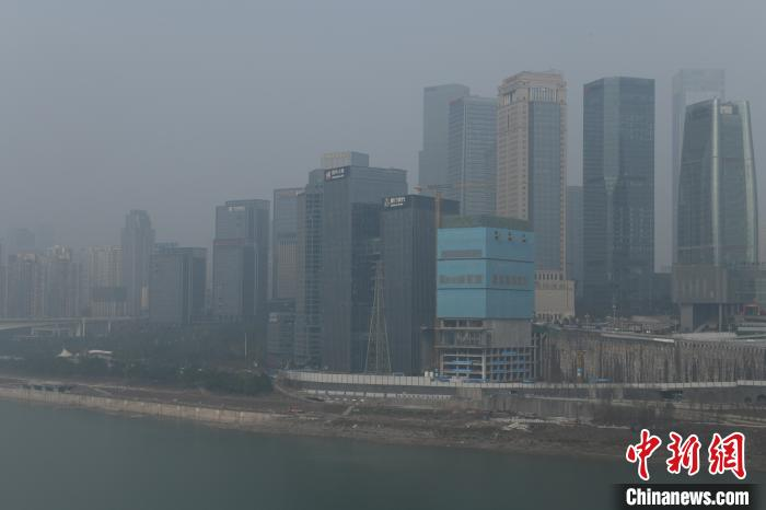 """重庆发布""""大雾黄色预警信号"""" 部分地区能见度小于200米"""