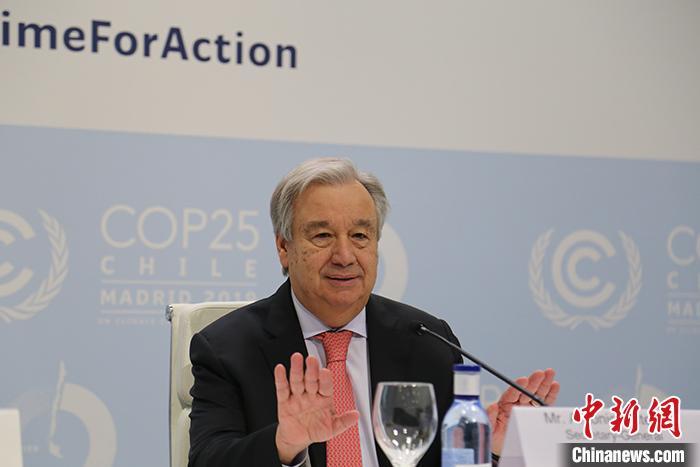 联合国秘书长接种新冠疫苗 吁确保所有人公平获得疫苗