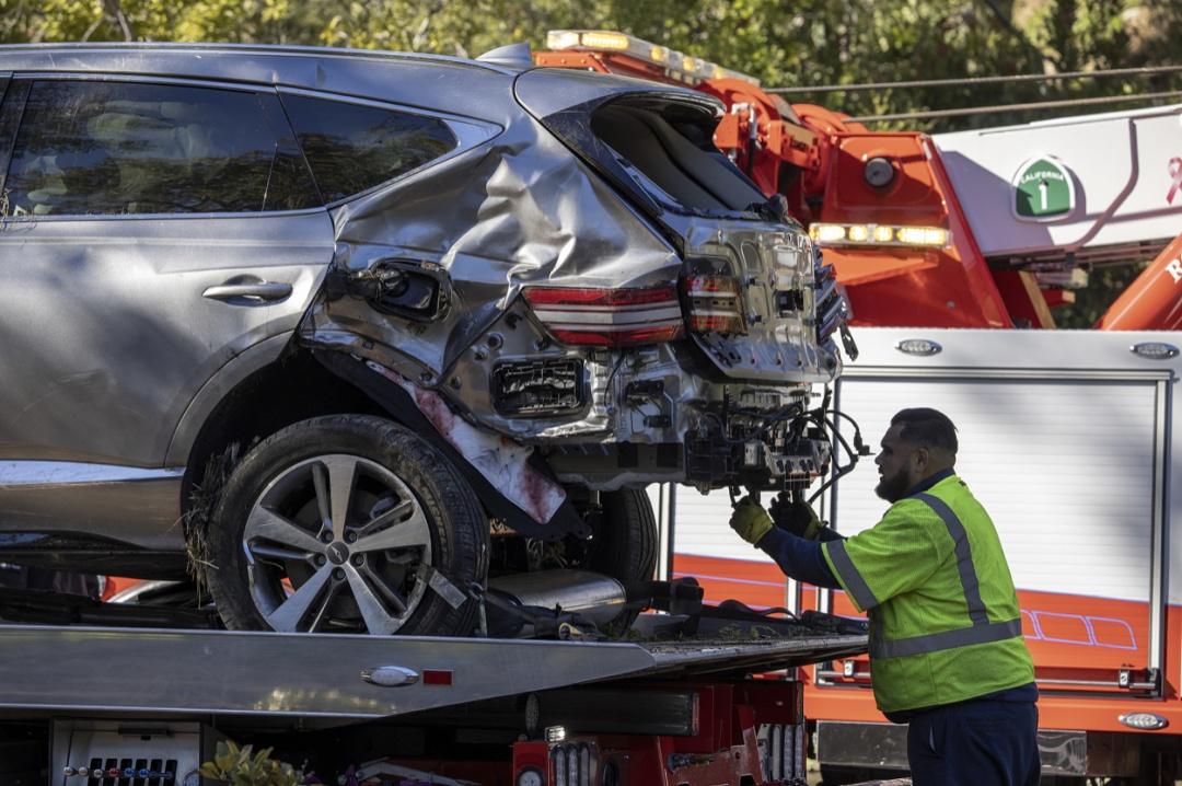 """""""老虎""""伍兹车祸重伤,座驾捷恩斯严重受损,现代汽车安全性遭质疑"""