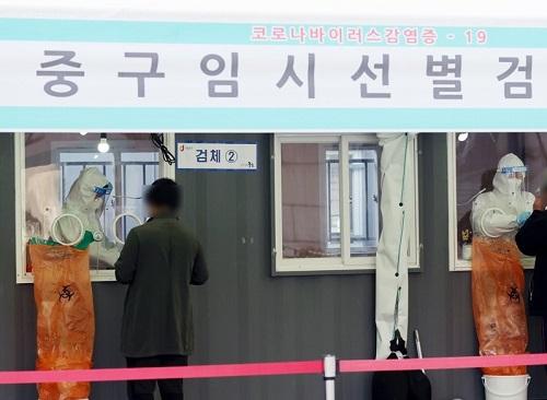 韩媒:韩国昨日新增新冠肺炎确诊446例 总感染超9万集体感染不断爆发