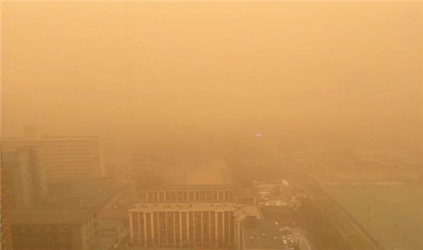 北京此次沙尘源于蒙古国南部:PM10最高达8108微克/立方米 预计傍晚转好