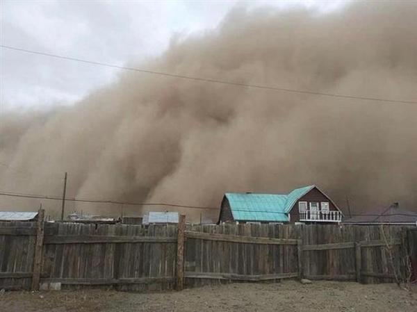 沙尘暴肆虐!蒙古国极端天气已致10人死亡、580人失踪