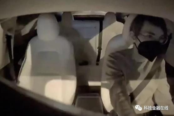 """特斯拉车内超清监控画面曝光!网友:""""视频平台会员看剧都没这清楚"""""""