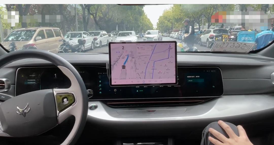 比特斯拉牛?华为自动驾驶曝光,网友:像老司机,比我开得好!这些股票应声大涨