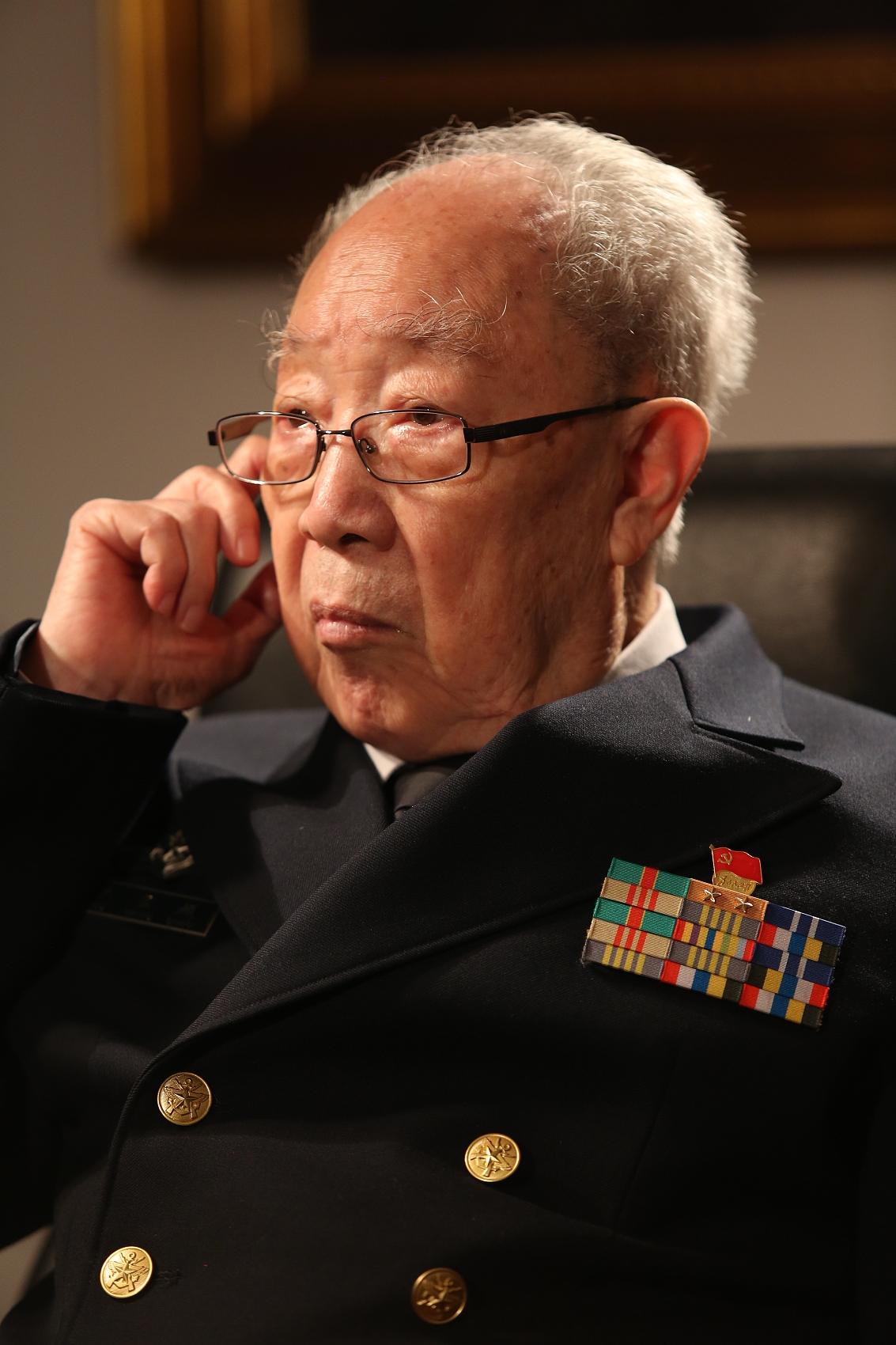 """救治近1.6万患者,96岁仍主刀 """"医生""""吴孟超:这个世界缺乏的是一个""""人"""""""