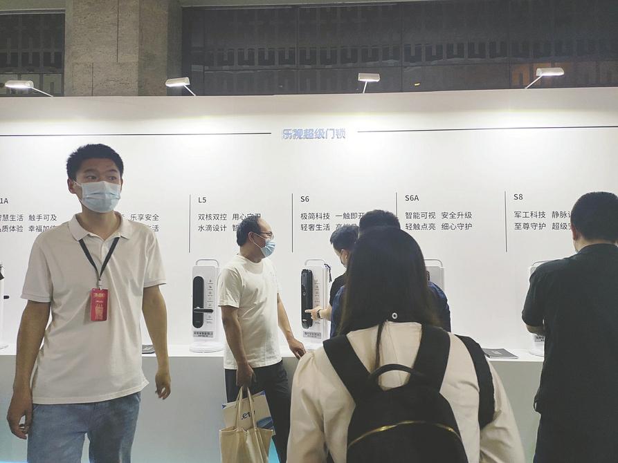 """乐视""""老人归来""""再建生态:电视手机油烟机都卖,谁买单?"""