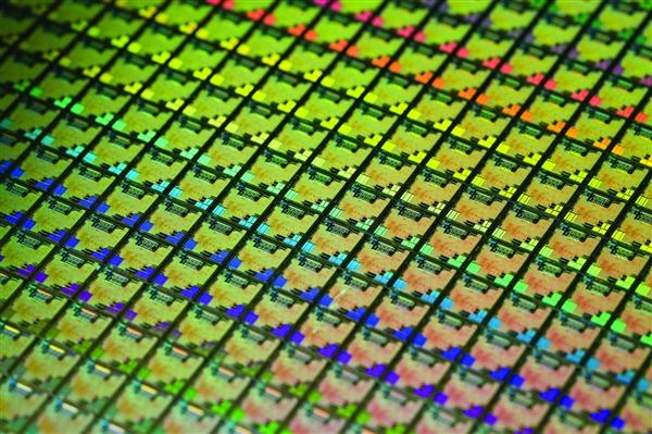 紫光股份7nm路由芯片揭秘:超过500核心、今年底流片