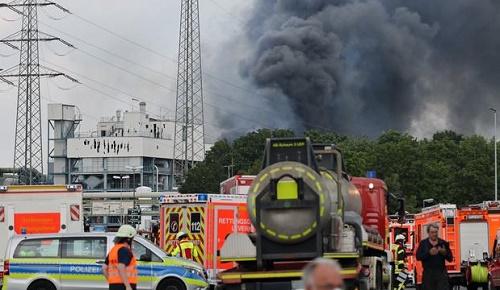 德媒:德国化工园区爆炸已致2人死5人伤 出事油罐内是有毒危险品