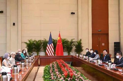 张维为、黄仁伟:美国想让中国帮忙解困,先从释放孟晚舟开始
