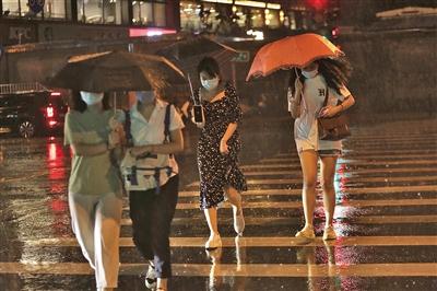昨夜北京多预警齐发 局地暴雨