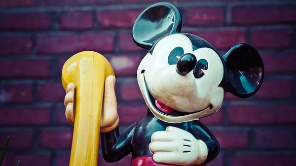 迪士尼和斯嘉丽约翰逊彻底闹僵:因《黑寡妇》票房分成吵翻了