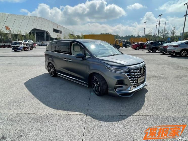 2021成都车展探馆:荣威iMAX8改装版