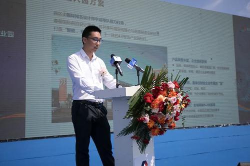 泰岳天冊(東營)新能源裝備產業園總經理蔡鵬輝講解園區