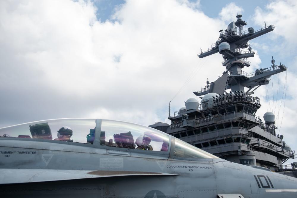 """警惕!美军航母搭载F-35C隐形战机进入南海,""""小动作""""不断"""