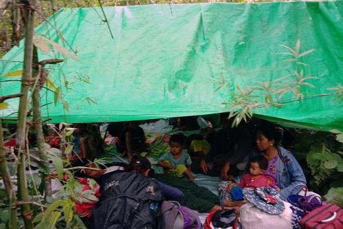 美媒:实录缅甸反军政府武装 躲在山区密林由平民拿起老旧武器组织
