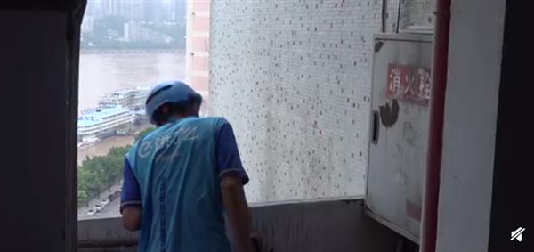 重庆一座24层楼没电梯 外卖员心态崩了:曾在楼里迷路